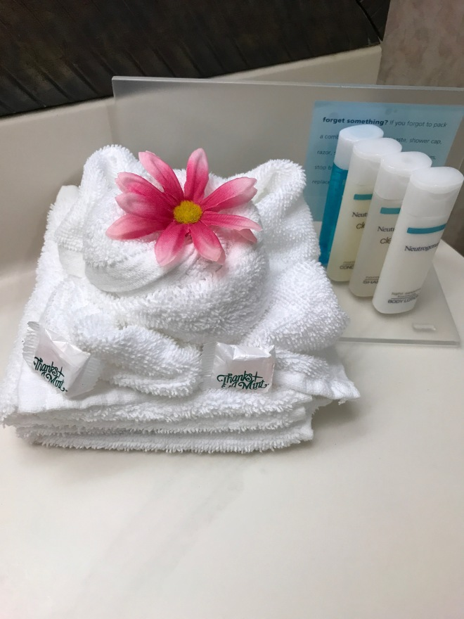 Flower with towel set.